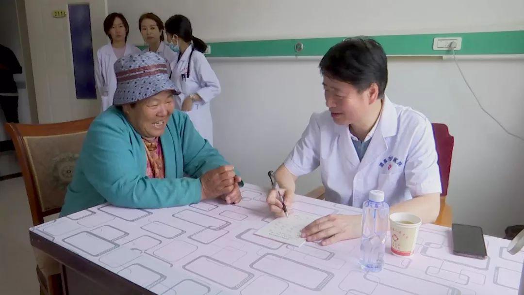 【基层民生】市政协组织酒泉市医疗专家来我县开展义诊活动