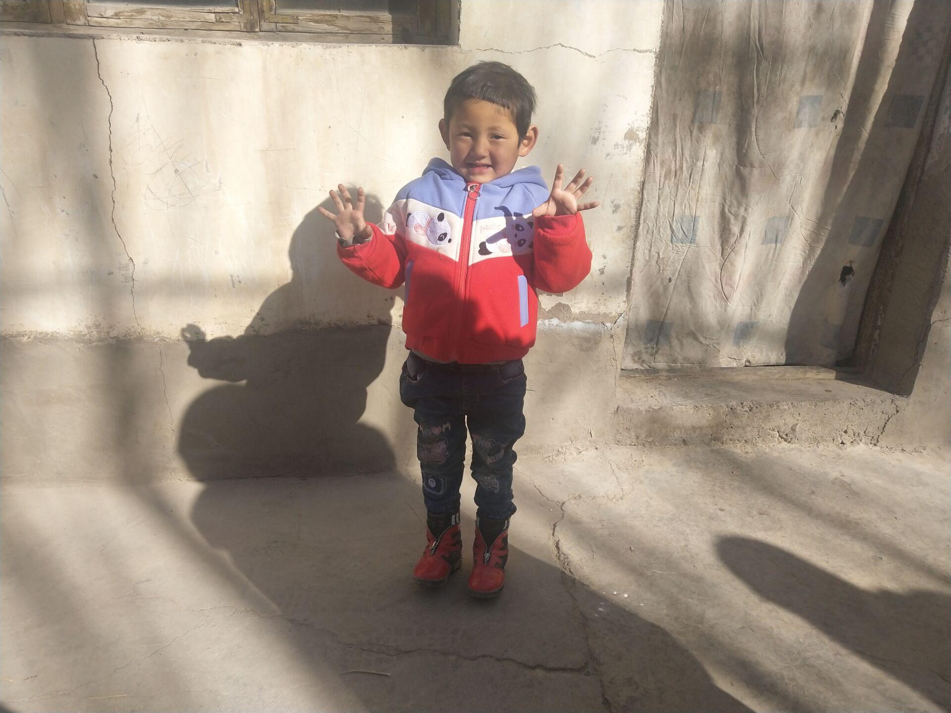 温情关怀暖人心  大病救助解民忧 ------爱心救助孤残儿童幸福微笑