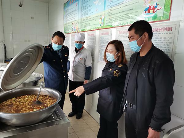 肃州区市场监督管理局三墩监管所开展学校及校园周边食品安全专项检查工作