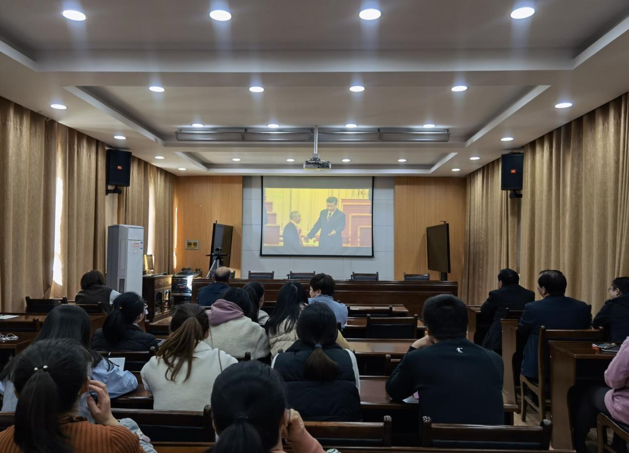瓜州县财政局组织收看全国脱贫攻坚 总结表彰大会